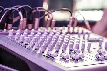 充実の音響設備で全身で音を感じる